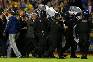 La Conmebol suspendió el partido. Foto:vía AFP