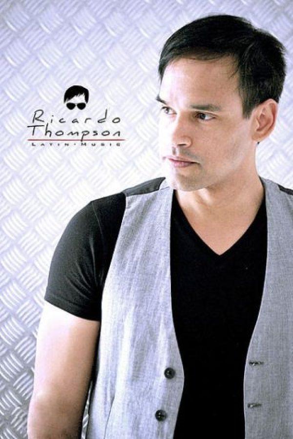 """Formó el grupo """"Guasakaka"""" en 2009 y ahora sigue como cantante solista. Foto:vía RicardoThompson.wix"""