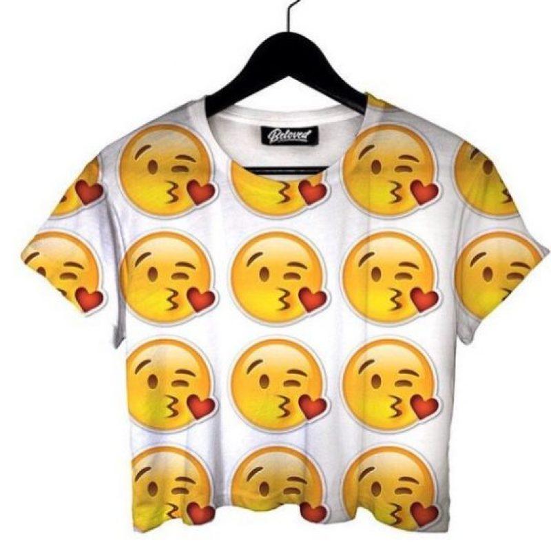 Esta camiseta de emojis Foto:vía instagram.com/belovedshirts