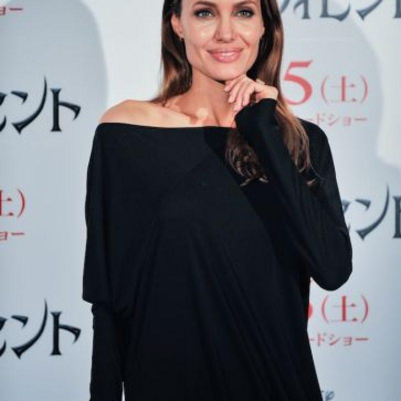 """A mediados de los 90, Jolie (39 años) y la modelo Jenny Shimizu (47 años) mantuvieron un romance, luego de protagonizar la película """"Foxfire"""". Foto:Getty Images"""