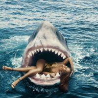 Cuando la cantante salió de la piscina no podía dejar de temblar de la hazaña Foto:Harper's Bazaar