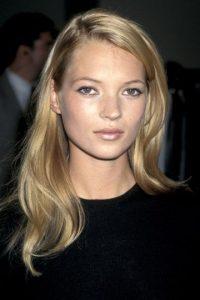 "¿Se acuerdan del ""fair makeup"" que usaban varias estrellas? Brillo labial nacarado, sombras rosa nacaradas. Foto:vía Getty Images"