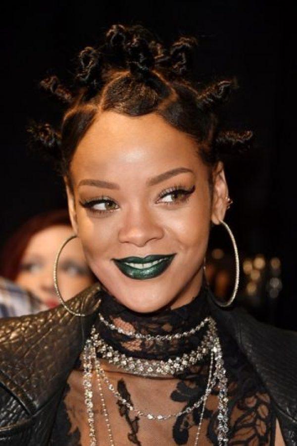 Ese peinado también volvió. Y de paso el labial verde y azul. Los consiguen en Manic Panic, NYX, OCC Compulsive y Kat Von D. Foto:vía Getty Images