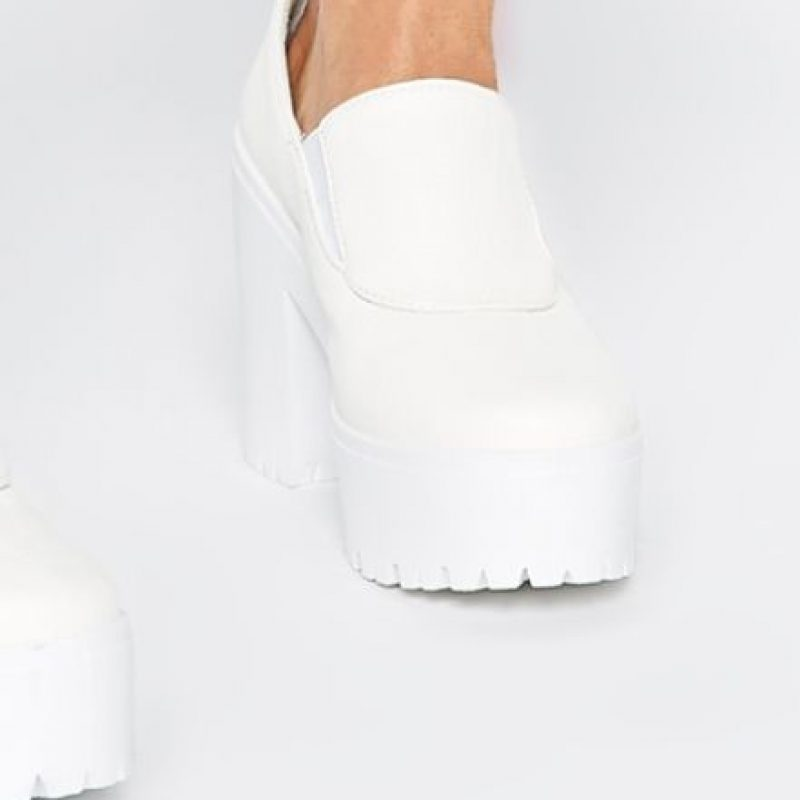 Sobre todo las blancas, por el minimalismo que está de tendencia Foto:vía ASOS