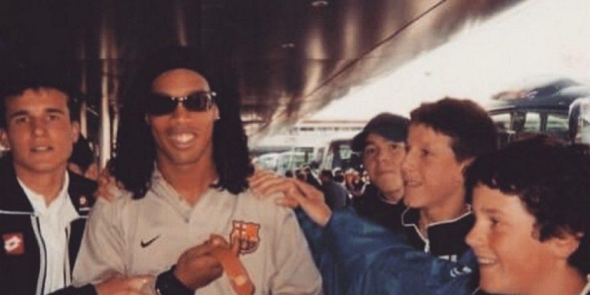 """Jugador del Manchester United """"presume"""" foto con Ronaldinho cuando era un niño"""