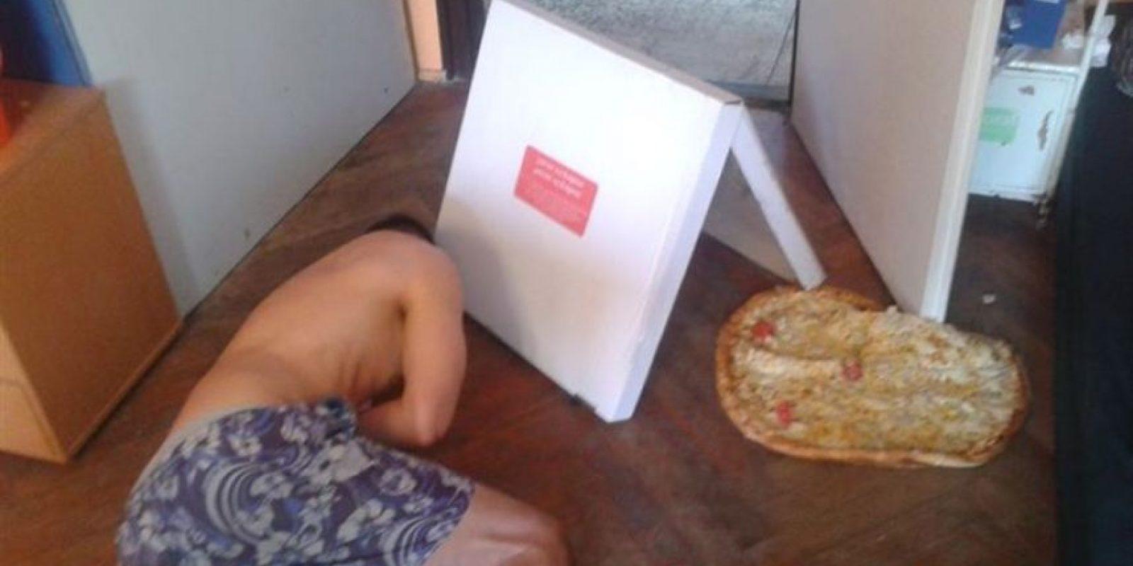 El que estaba tan borracho que tiró su pizza. Foto:vía Imgur