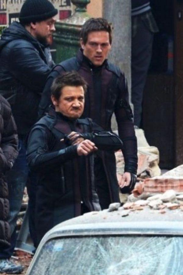 Es el doble de acción de Jeremy Renner, quien interpreta a un experimentado arquero. Foto:vía instagram.com/adambrashaw