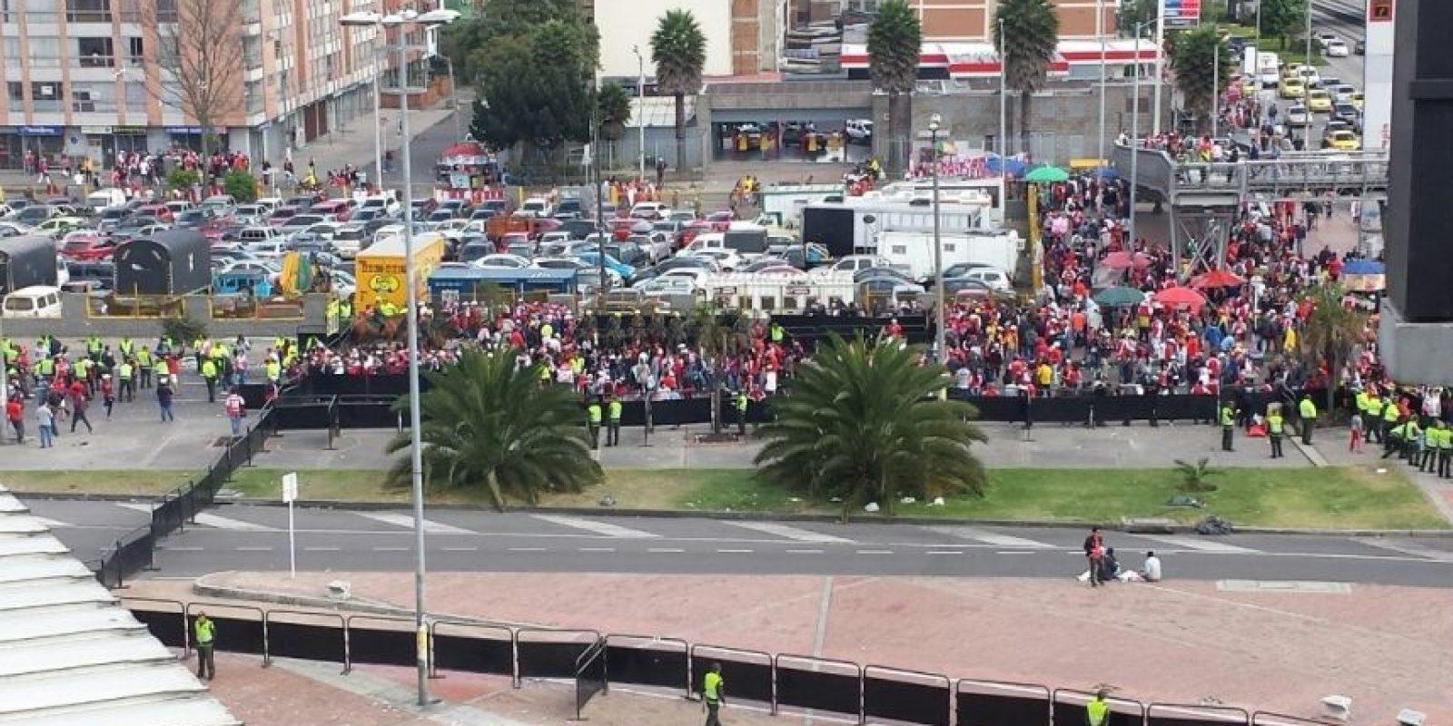 Largas filas de hinchas todavía se hacen notorias en las entradas para ingresar al Estadio El Campín Foto:Miguel Ruiz – Publimetro