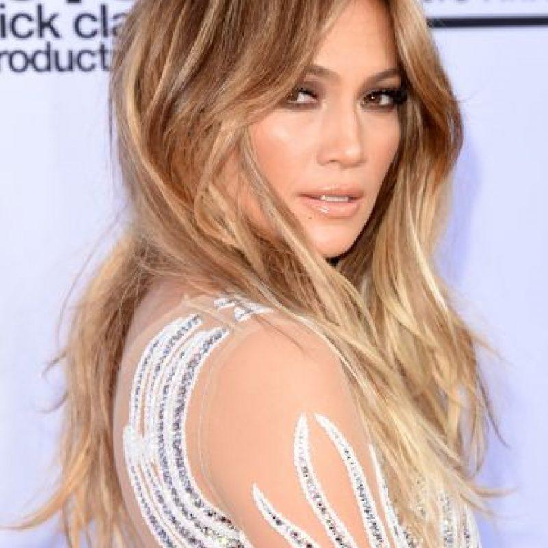 La cantante latina se robó las miradas a su paso por la alfombra roja Foto:Getty Images