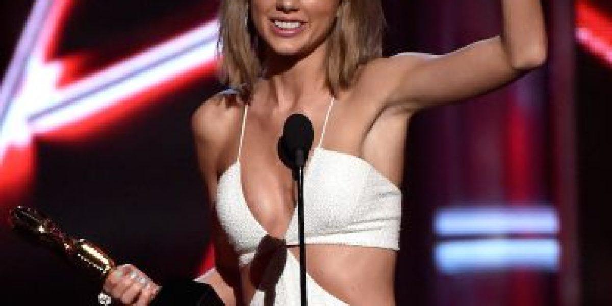 Taylor Swift y Calvin Harris se dejan ver muy enamorados en los Billboard