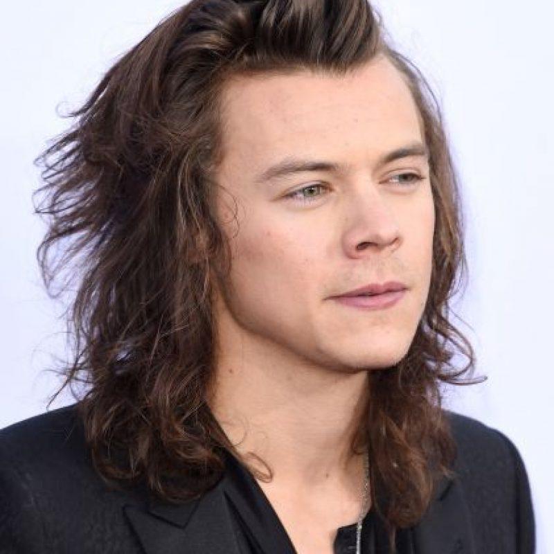 Harry Styles celebró su premio agarrándole la entrepierna a Niall Horan Foto:Getty ImagesGetty Images