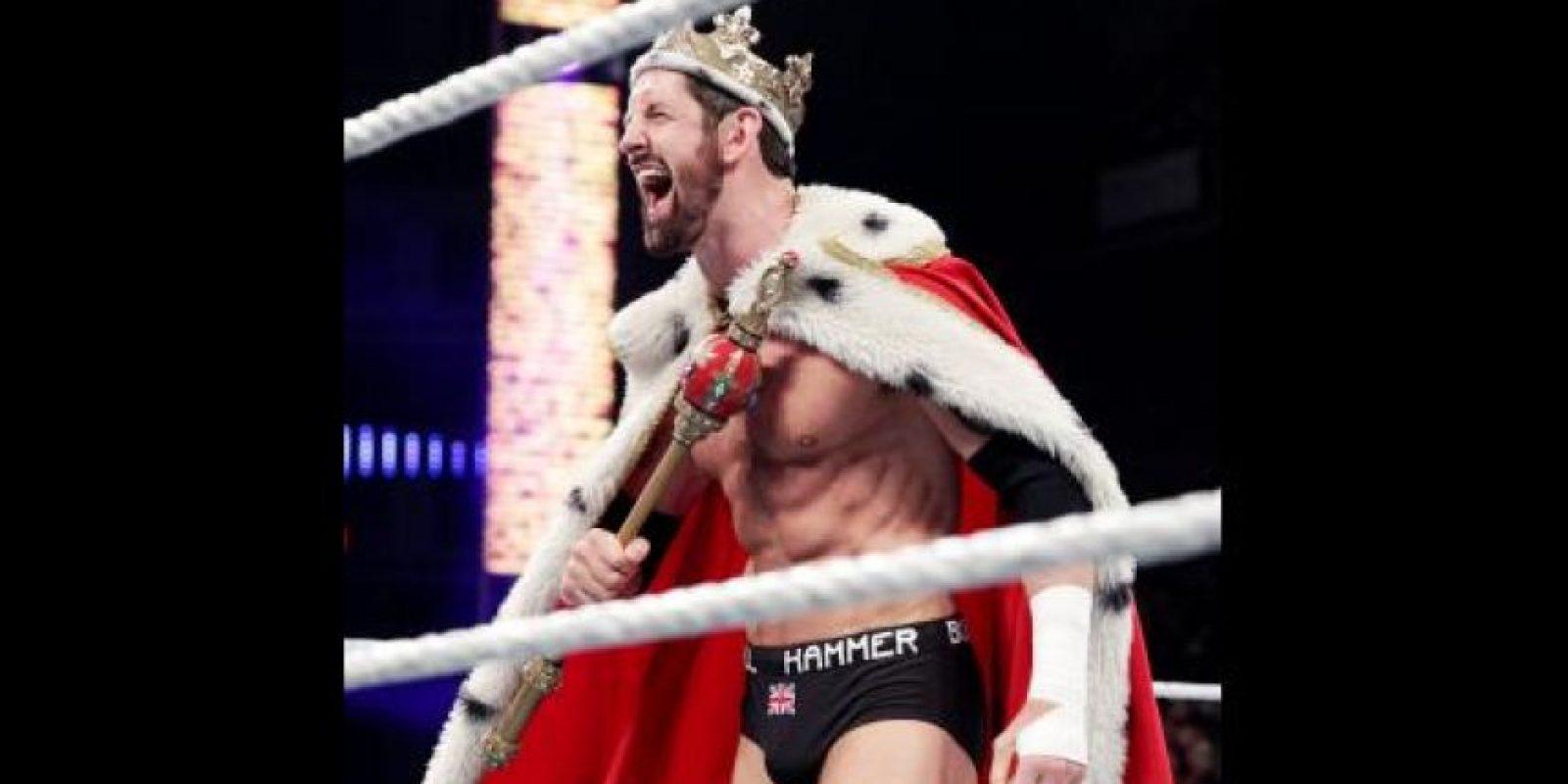 Superó a King Barrett por conte de 10 afuera de ring Foto:WWE