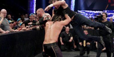 Venció en una cuadrúple amenaza a Dean Ambrose, Roman Reigns y Randy Orton Foto:WWE