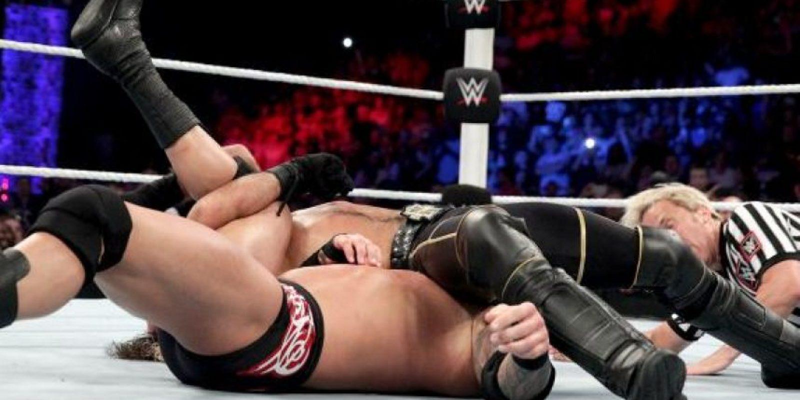 Seth Rollins retuvo el Campeonato Mundial de Peso Pesado Foto:WWE