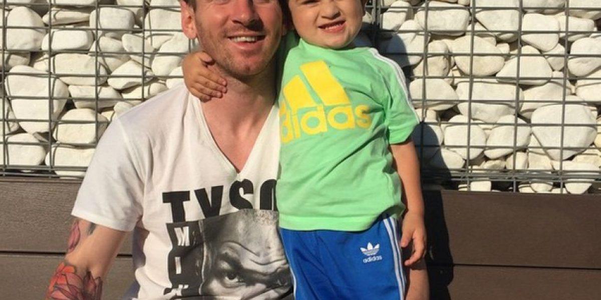 Messi festeja el título de Liga con su hijo Thiago