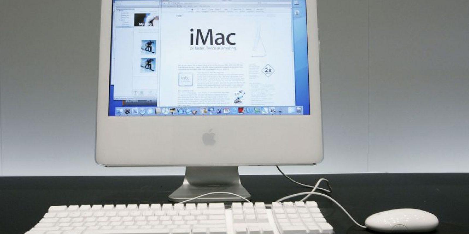 La iMac G5 integra la CPU detrás de su pantalla TFT, haciendo de ella una computadora muy compacta, dando la sensación de no tener CPU Foto:Getty Images