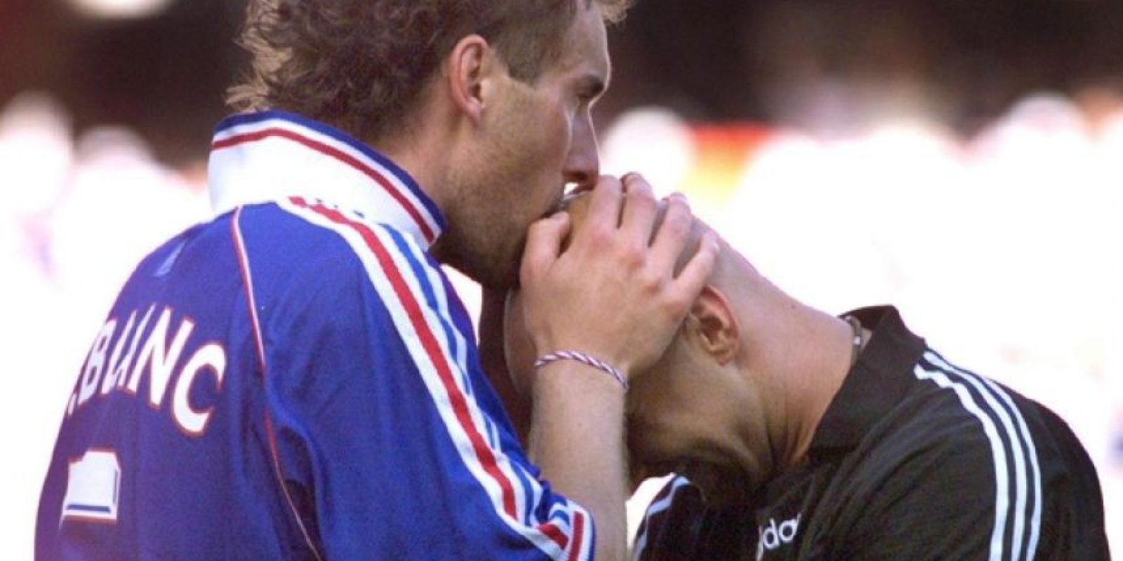 Gritar campeón en un Mundial es algo que Laurent Blanc pudo hacer en 1998, cuando en su país alcanzó el máximo galardon a nivel de paises. Durante este torneo tuvo la costumbre de besarle la cabeza al portero Fabien Barthez antes de cada partido. Hasta el momento ese es el único título que tiene esta Selección. Foto:AFP