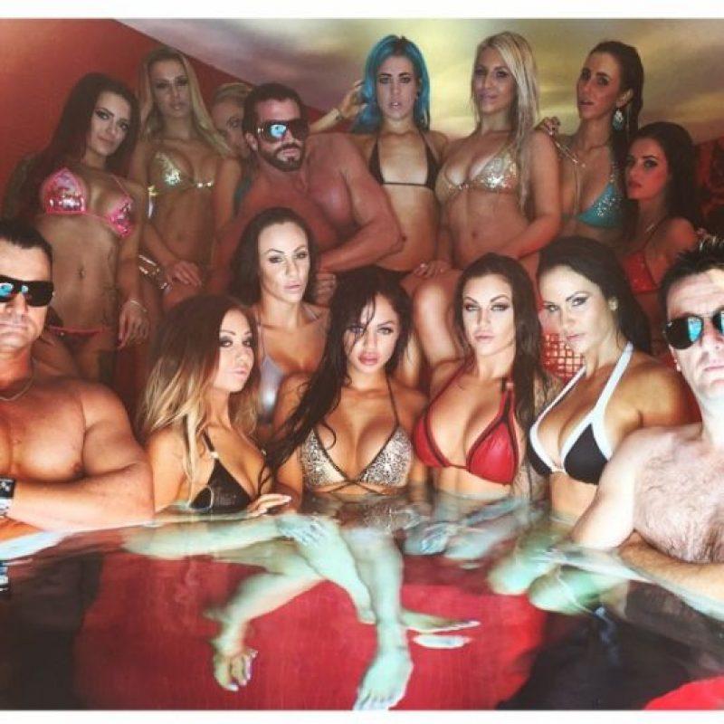 Sus fiestas están rodeadas de provocativas modelos Foto:vía instagram.com/candyshopmansion