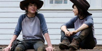"""Chandler Riggs y su doble en """"The Walking Dead"""" Foto:Vía distractify.com/"""