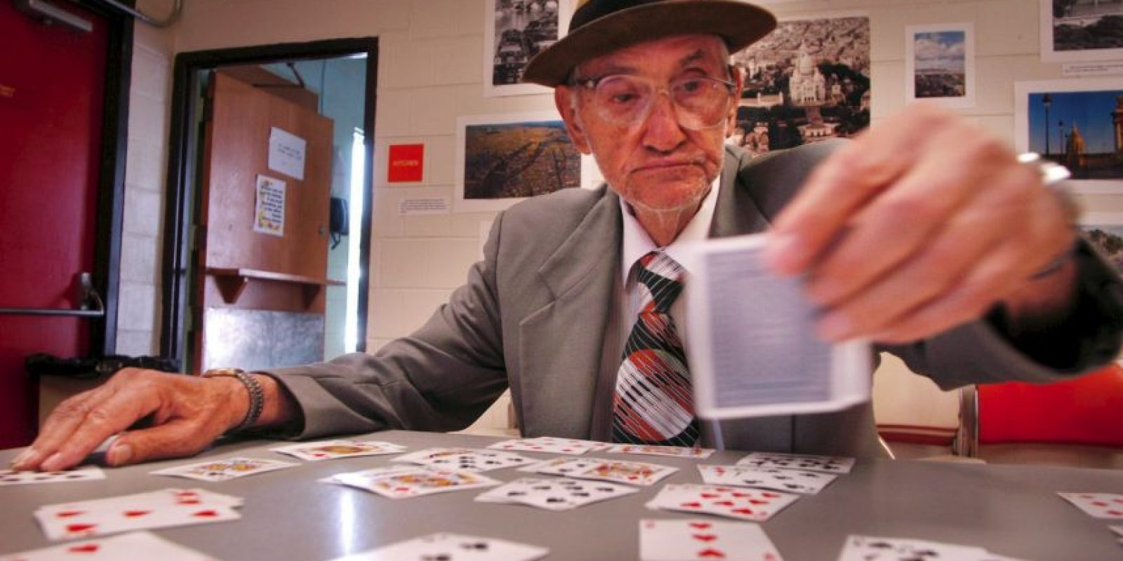 El objetivo es utilizar todas las cartas de la baraja para construir las cuatro pilas de naipes clasificadas por pintas comenzando por los ases en orden ascendente Foto:Getty Images