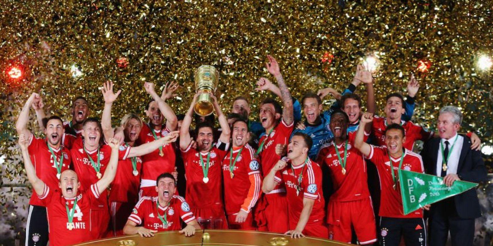 La Bundesliga la conquistaron a principios de abril con un récord de puntos, la DFB Pokal se la arrebataron al Sttutgart y la Champions League al Borussia Dortmund por marcador 2-1 en el Estadio de Wembley, en Londres. Foto:Getty Images
