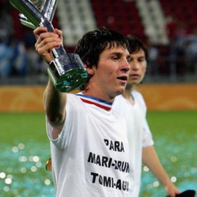Con 8 años de edad comenzó a jugar fútbol en las divisiones inferiores del Newell's Old Boys y a los 13 años, fue fichado por el Barcelona quien lo contrató después de verlo jugador y equipo con el que debutó profesionalmente en 2004 a los 17 años. Foto:Getty Images