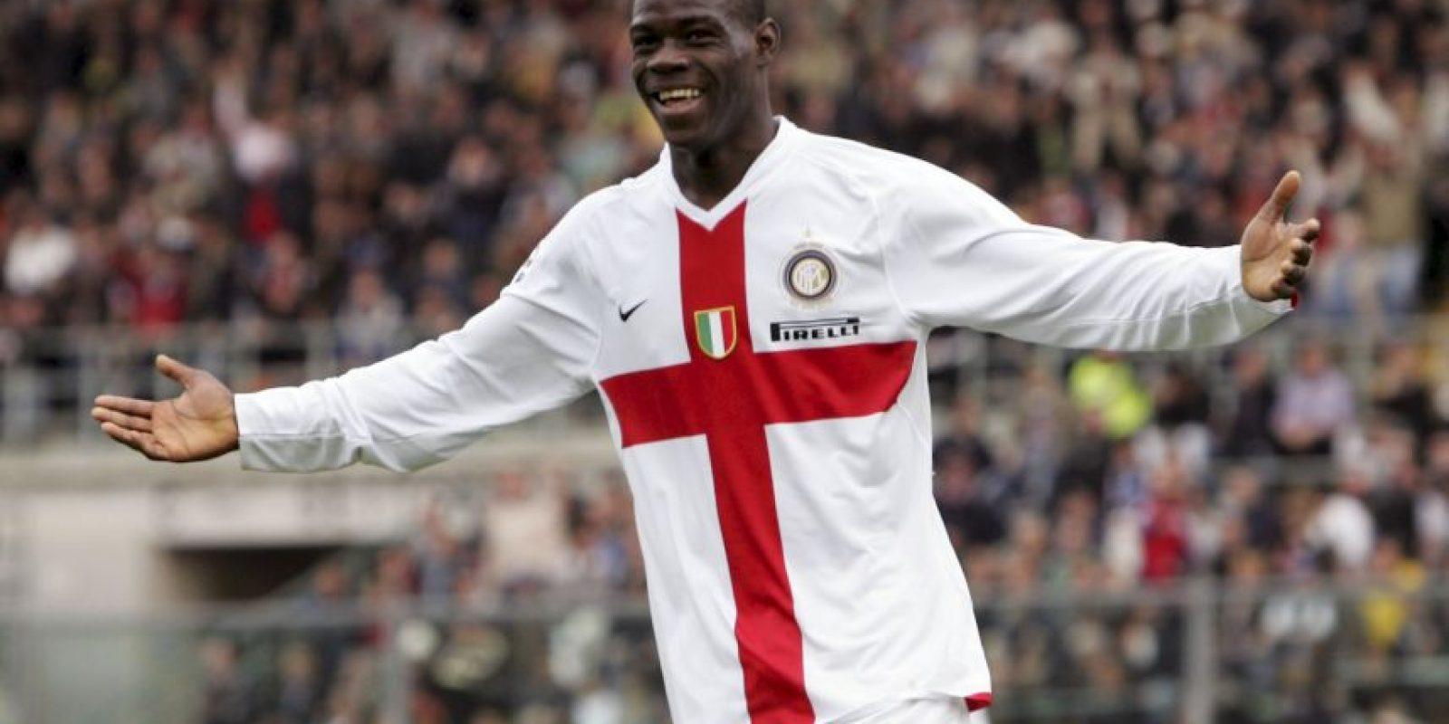Se formó en el Lumezzane de la Serie C, pero firmó con el Inter de Milán, equipo que lo debutó en la Serie A en 2007. Foto:Getty Images