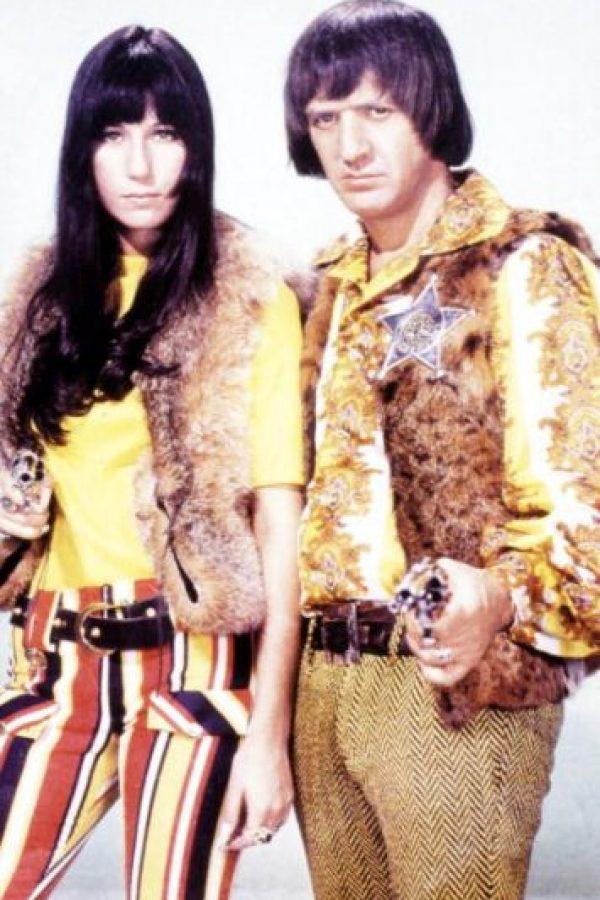 """En 1962 conoció a su pareja Sonny Bono, con quien conformaría el duo """"Sonny & Cher"""". Comenzó como su ama de llaves. Foto:vía Getty Images"""