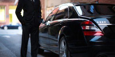 El conductor llega hasta su ubicación y los lleva a su destino. Foto:Getty Images