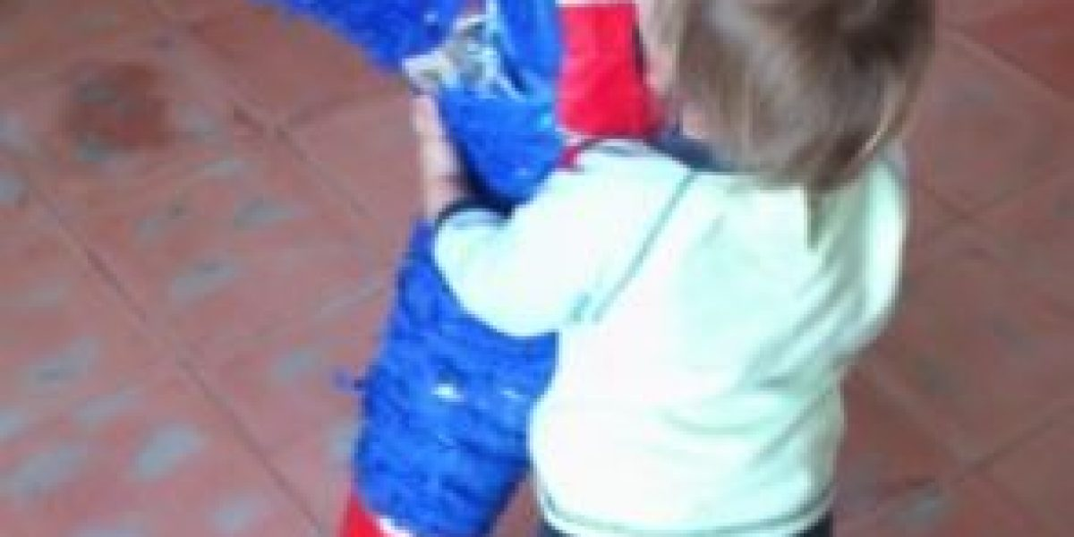 Niño recibió una piñata de