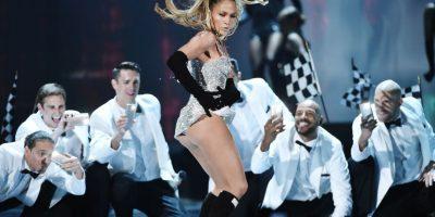 Bailar, cantar y hasta seducir al público, mejor que una adolescente. Foto:Getty Images