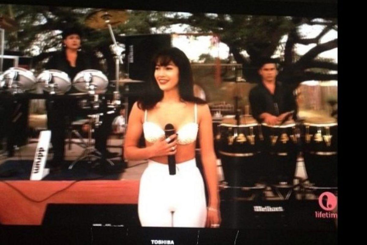 3.- Solo alguien con su físico puede lucir igual que Selena Quintanilla a los 28 años Foto:Vía Twitter