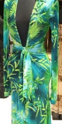 Luego de lucir este vestido en los premios Grammy del 2000, las personas acudieron a internet para volver a ver a la cantante en este atrevido diseño. Foto:Versace