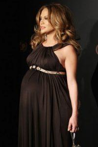 7.- Después de dos embarazos, López pasó de lucir así… Foto:Getty Images