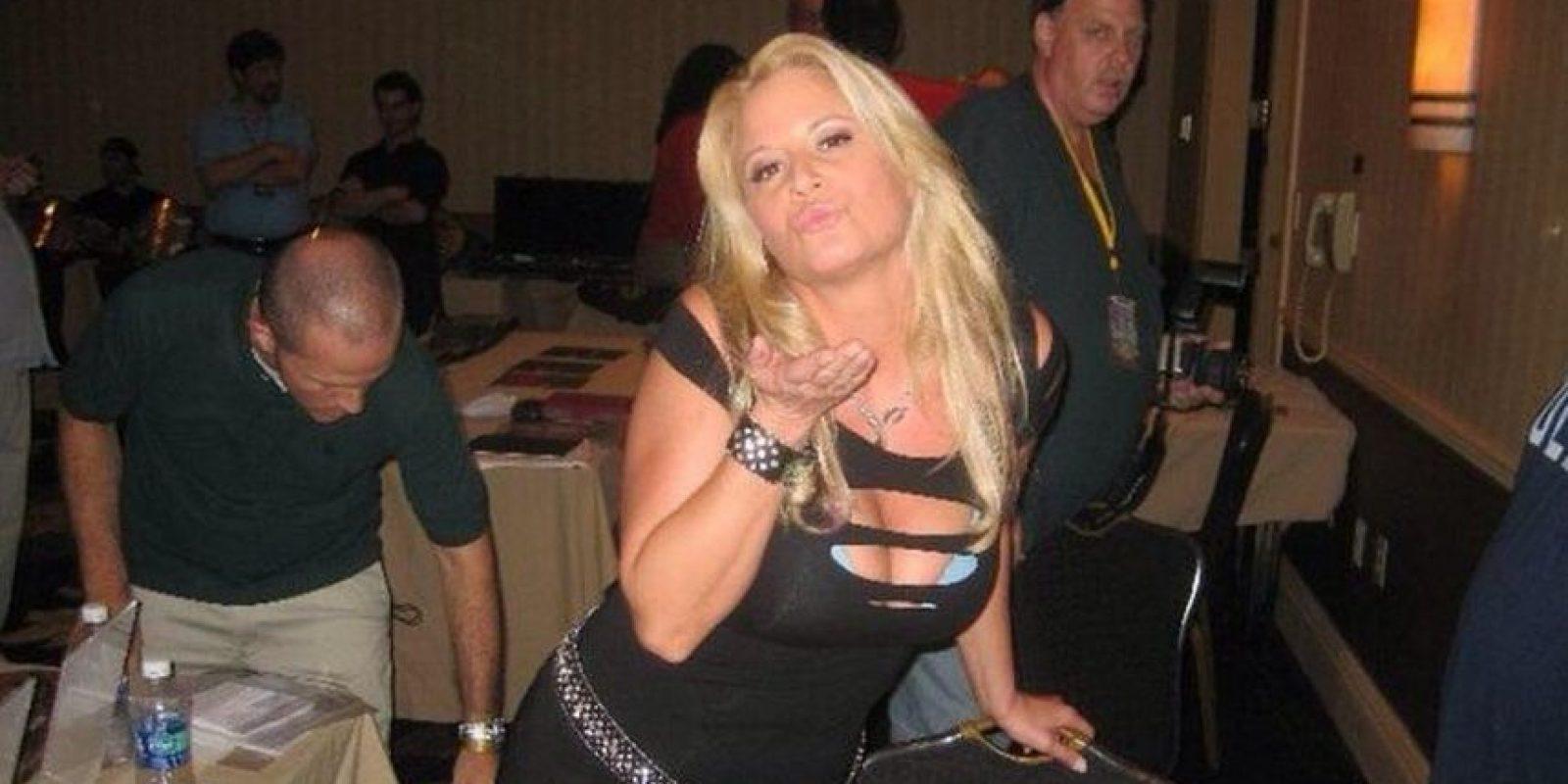 Y de la WWE de 2009 a 2011 Foto:Vía twitter.com/WWEHOFerSunny