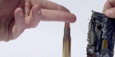 La bala destruye el celular y lo quema. Foto:FullMag