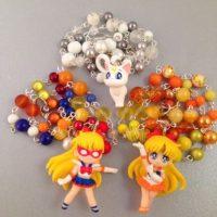 Collares de Sailor Venus y Artemis. Foto:vía Etsty