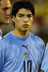 El delantero comenzó su carrera en el Club Nacional de Uruguay, y debutó en un partido de Copa Libertadores, de donde dio el salto a Europa en 2007, cuando fue fichado por el Groningen holandés. Foto:AFP