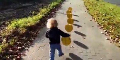 "Un niño pasea con efectos de ""Super Mario Bros"" Foto:Chris Kessler/precious moment"