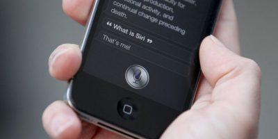 Siri es una aplicación para el iPhone con funciones de asistente personal con personalidad propia. Responde preguntas, hacerecomendaciones y realiza acciones por solicitud Foto:Getty Images