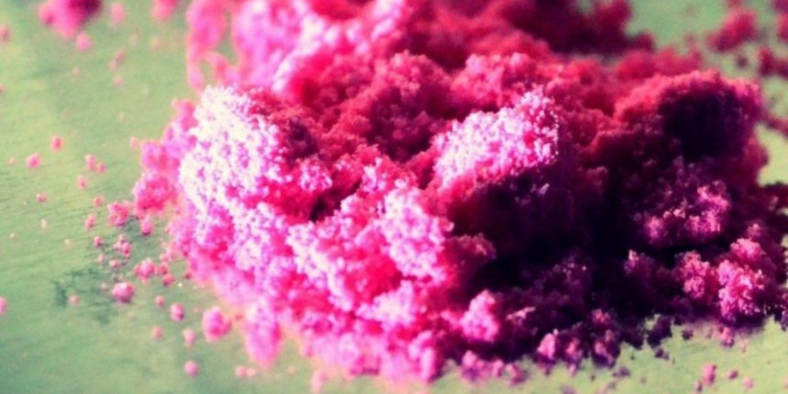 2CB: También se le conoce con otro nombre, cocaína rosada. Es una de las drogas sintéticas más caras y de las más apetecidas por las élites. El kilo, según reportó la Revista Semana hace dos años, puede costar 416 mil dólares. No se consigue fácilmente, es para círculos exclusivos, y nació en los años 70, en Alemania. Esta viene en pastillas, cápsulas o polvo de colores. Los efectos se prolongan de dos a cuatro horas, pero inhalada su efecto es más rápido. Foto:vía ÉcheleCabeza