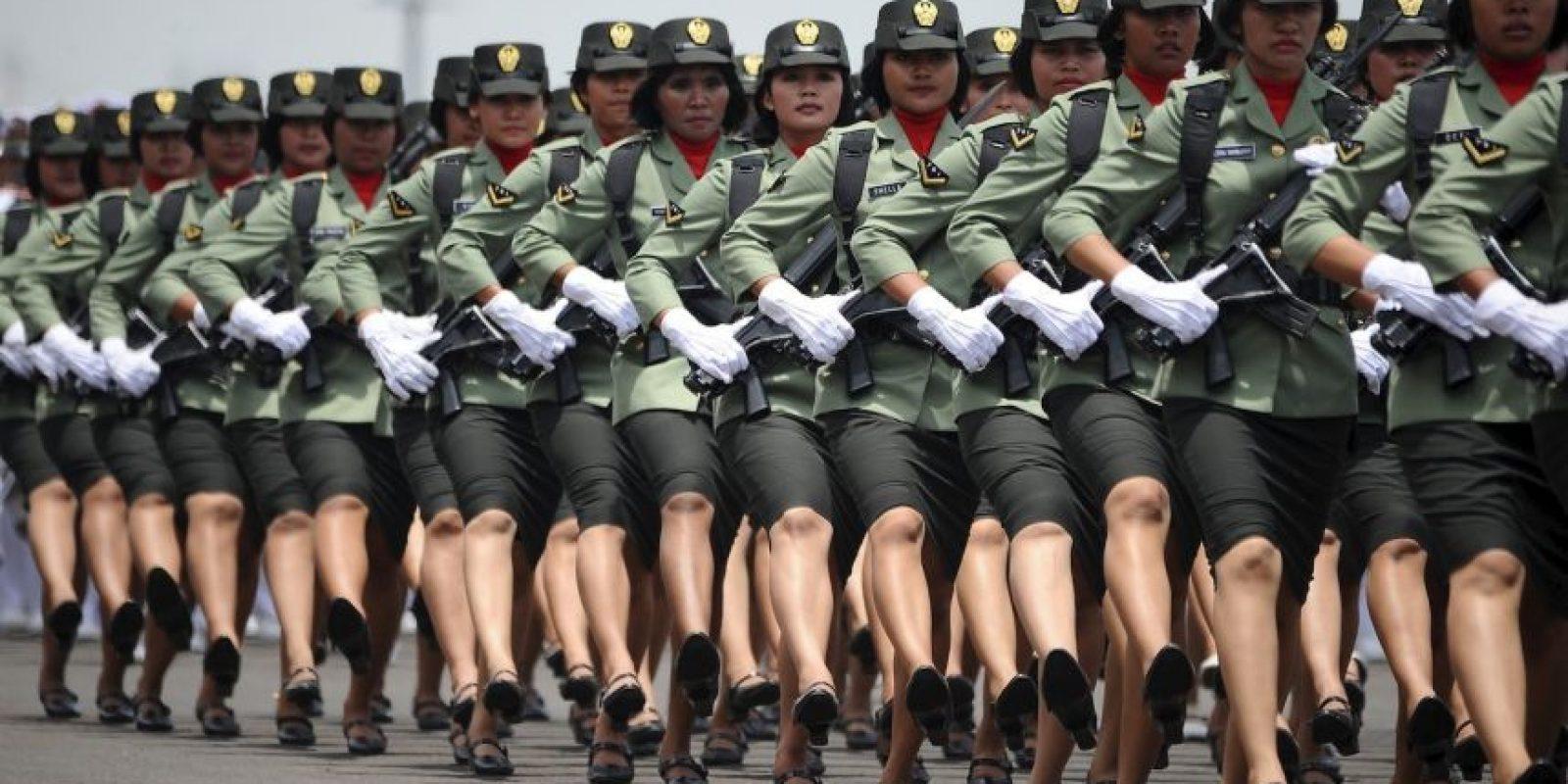 Todas las mujeres de Indonesia que quieran formar parte de de las Fuerzas Armadas o a la Policía Nacional deben someterse a una prueba de virginidad. Foto:Getty Images
