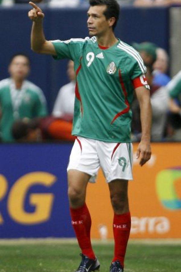 El delantero azteca fichó con el Al Ittihad de Arabia Saudita de 2006 a 2007, por cerca de 1.5 millones de dólares Foto:Getty Images