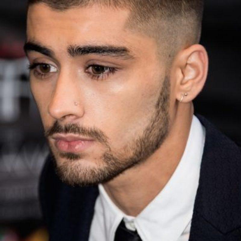 Semanas después de renunciar a la boyband, el cantante visitó la gala de los Asian Awards 2015 con este look. Foto:Getty Images