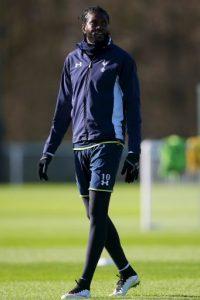 """El futbolista africano ha vivido un """"drama familiar"""" el cual compartió a través de diversas cartas en sus redes sociales. En ellas, Adebayor explica que desde que salió de Togo, a los 15 años, para jugar en Francia, su familia ha intentado extorsionarlo. Foto:Getty Images"""