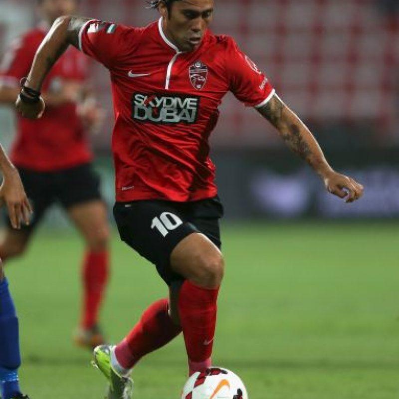 Desde 2011, el chileno juega en el Al-Ahli de Emiratos Árabes Unidos, club que pagó seis millones por sus servicios Foto:Getty Images