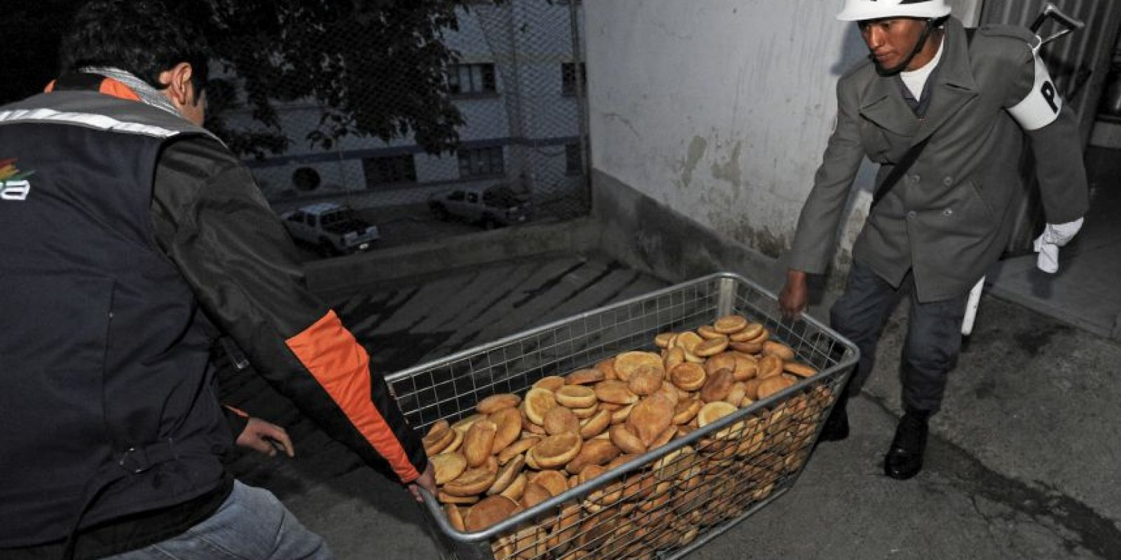 Militares de siete tropas producen alrededor de 75 mil piezas de pan diarias. Foto:AFP