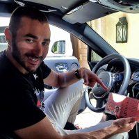 """El francés fue detenido en un control rutinario de la policía madrileña, pero no llevaba con él los papeles que indicaban que tenía permiso para conducir por lo que fue detenido y multado por cometer delitos """"contra la seguridad vial"""". Después de este incidente, compartió esta foto en su Instagram donde mostró su permiso de conducir. Foto:Vía instagram.com/karimbenzema"""