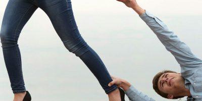 Ella sólo necesita que sus clientes le facilite un breve resumen de lo que quieren decir y ella lo convertirá en un sincero mensaje. Foto:Vía sorryitsover.com.au