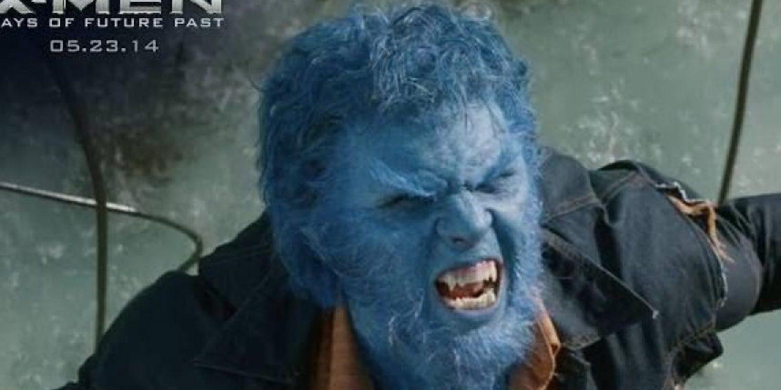 """Por su parte, Hoult le dio vida a """"Beast"""", otro mutante con gran agilidad y fuerza, que tras tomar un medicamento se convierte en un monstruo azul. Foto:IMDB"""